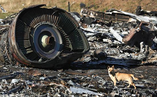 Обломки пассажирского самолета