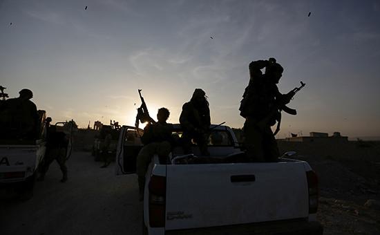 Сирийские повстанцы возлеАлеппо    