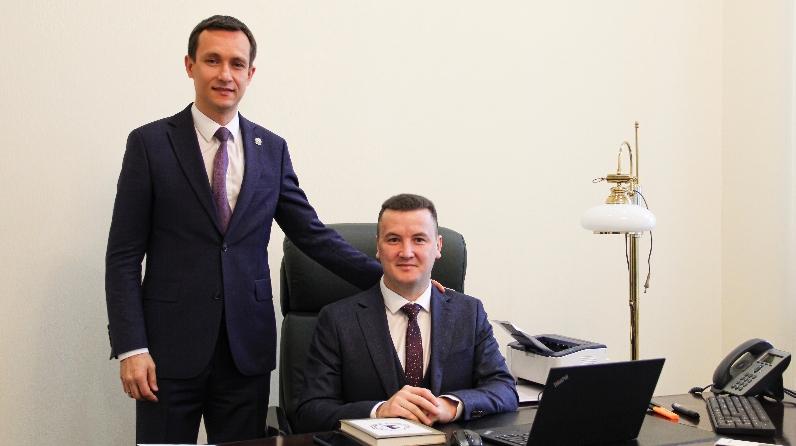 Министр Айрат Хайруллин (слева) и Радик Гисмятов (справа)
