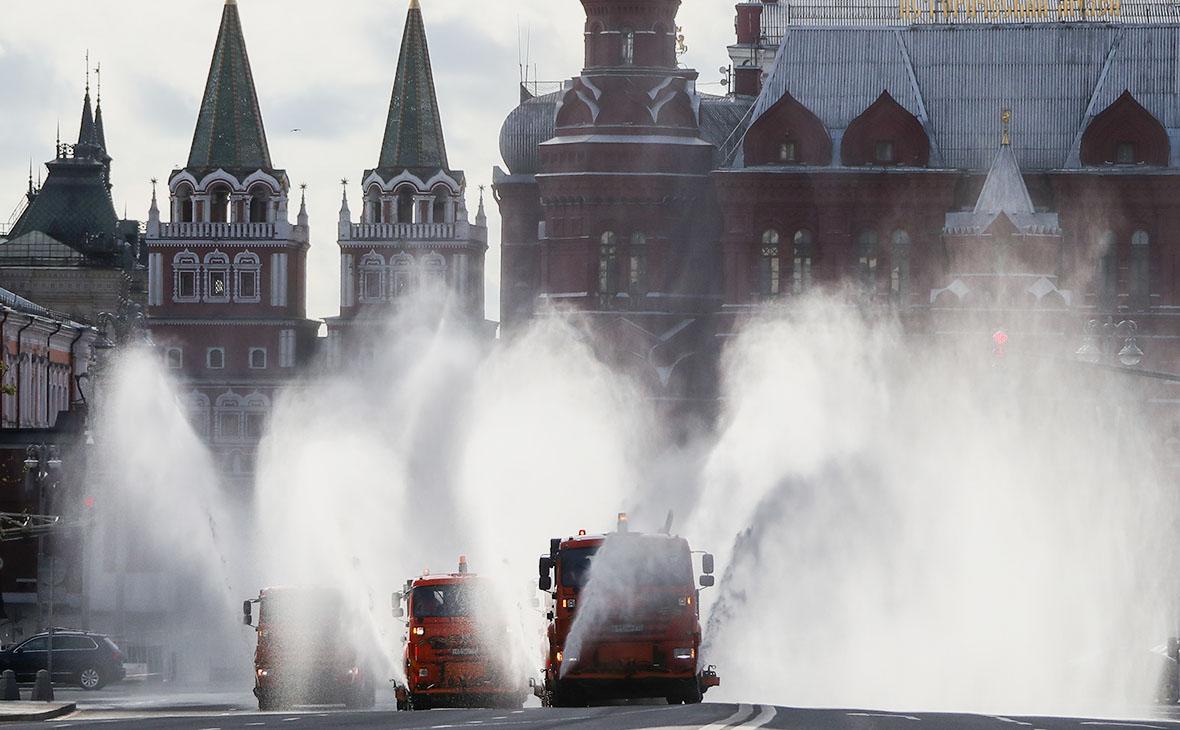 Работы по дезинфекции в Москве во время пандемии коронавируса