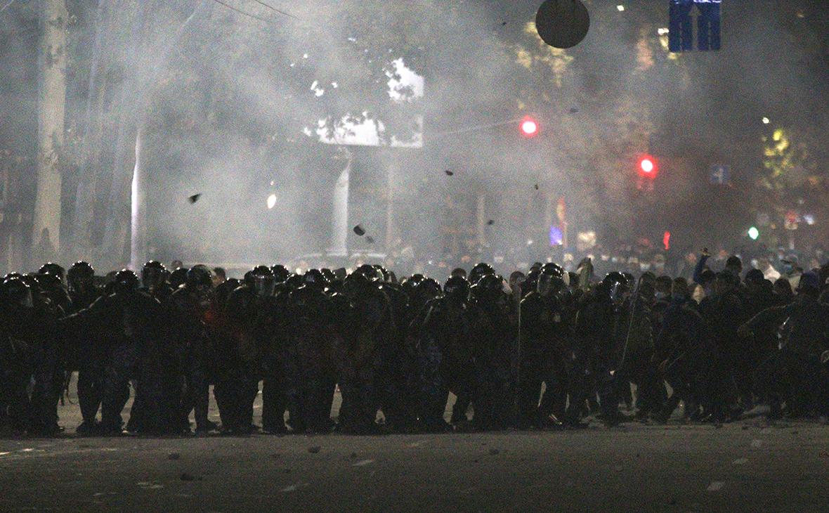 Разгон протестующих в Бишкеке