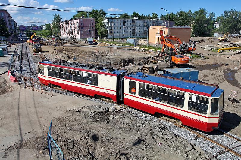 Дорожные работы на пересечении Новочеркасского проспекта и Гранитной улицы.