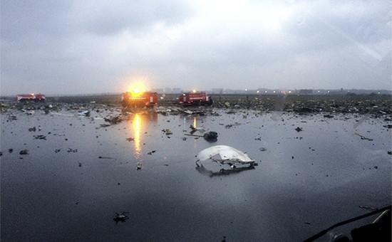 Обломки пассажирского самолета Boeing 737-800 авиакомпании flydubai