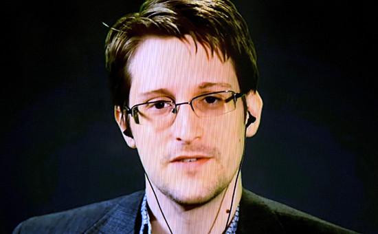 Бывший сотрудник АНБ Эдвард Сноуден. Снимок с экрана, 2015 год