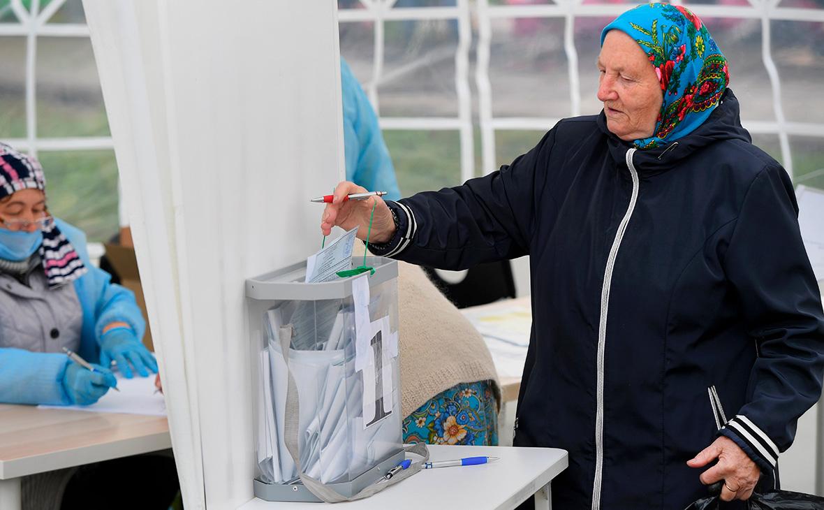 Мобильный избирательный участк №1760 в селе Малые Кабаны Лаишевского района Татарстана
