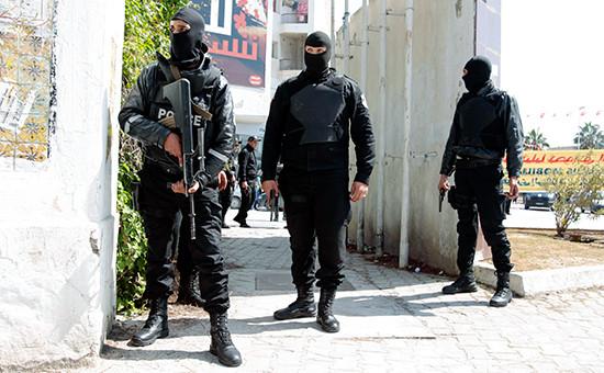Полиция Туниса возлепарламента 18 марта 2015 года