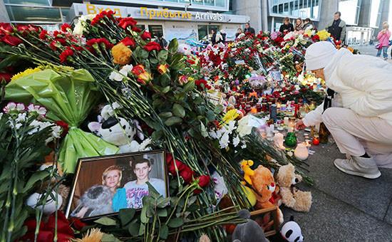 Цветы впамять ожертвах катастрофы самолета Airbus A321, 3 ноября 2015 года