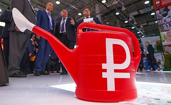 Проект трехлетнего бюджета от Минфина (глава министерства Антон Силуанов — слева на фото) предполагает, что рубль должен падать, а не расти, как это было в конце прошлой недели