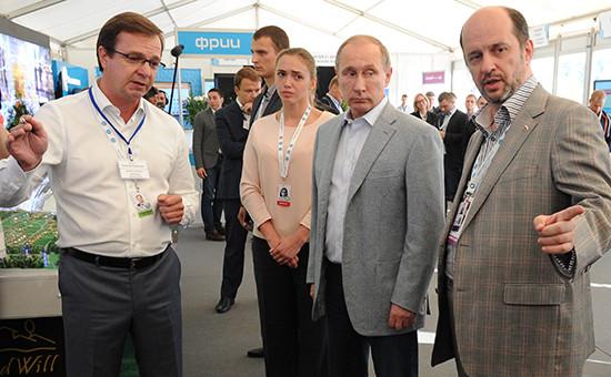 Президент России Владимир Путин вовремя посещения молодежного форума «Территория смыслов наКлязьме»