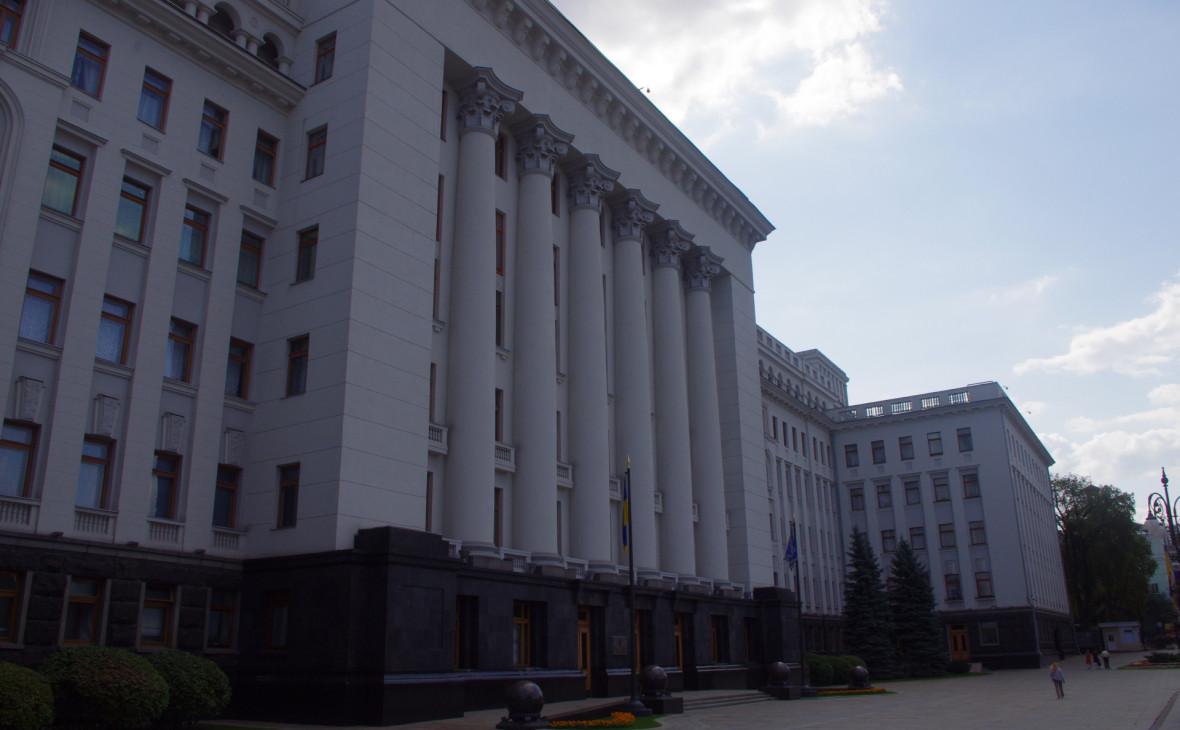 СМИ сообщили о приглашении Порошенко на инаугурацию Зеленского