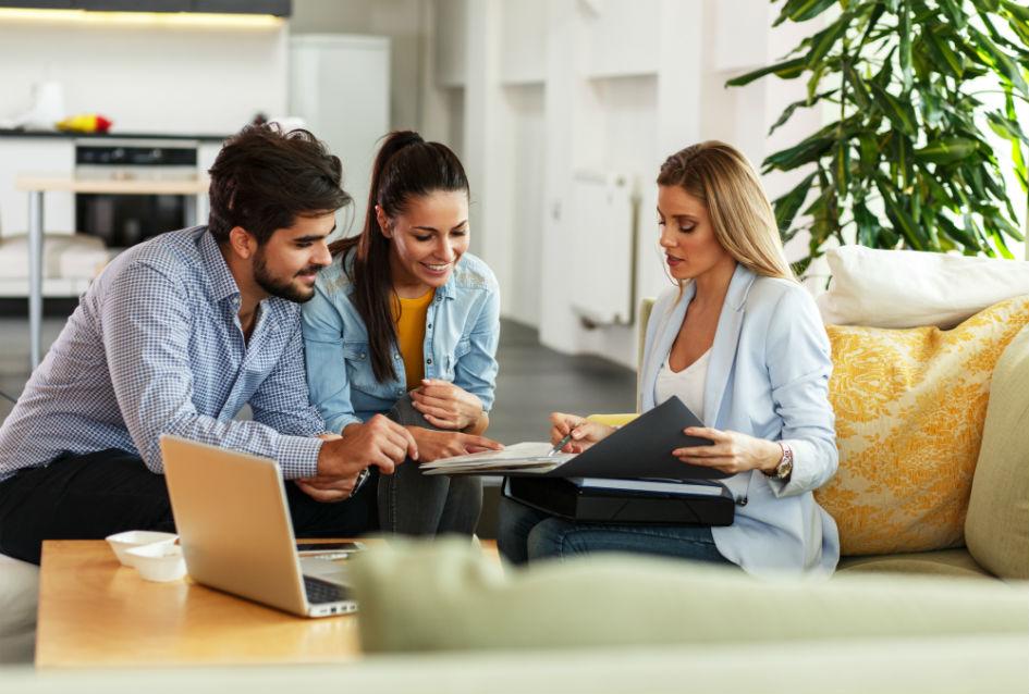 Можно воспользоваться городской программой страхования недвижимости или подобрать индивидуальный страховой полис