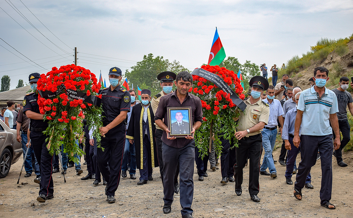 Похороны военнослужащих Азербайджана, погибших на границе с Арменией