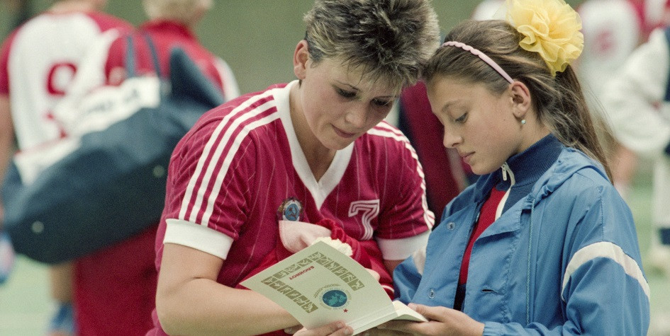 Марина Базанова (слева) после матча СССР— Дания в 1986 году