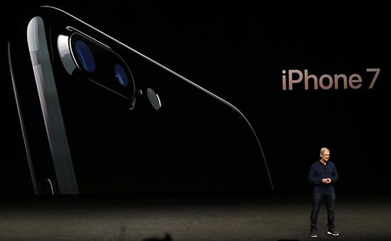 Глава Apple Тим Кук вовремя презентации iPhone 7