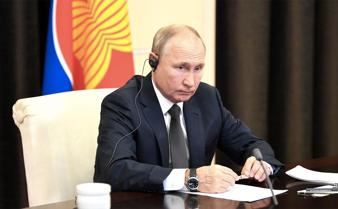Путин обсудил с Макроном ситуацию в Нагорном Карабахе