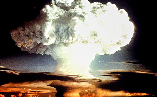 Испытание США ядерной бомбы,апрель 1954 года