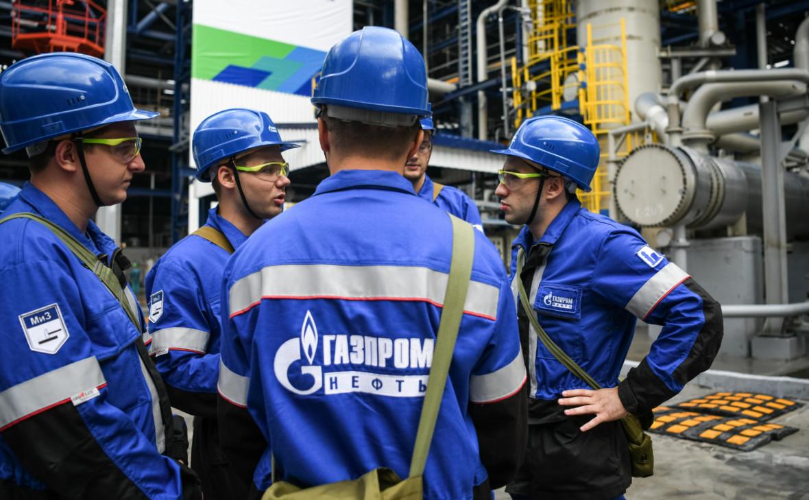 «Газпром нефть» первой подписала соглашение о заморозке цен на бензин