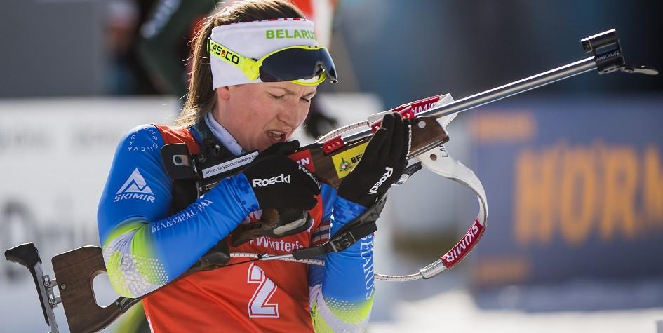 Биатлонистка Дарья Домрачева выиграла вторую гонку подряд в Кубке мира