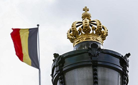 Флаг Бельгии надКоролевским дворцом вБрюсселе