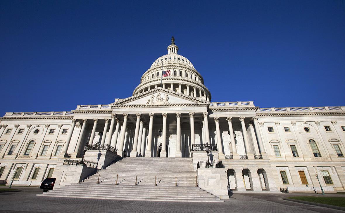 США вынесут предупреждение обходящим санкции «кораблям-призракам»