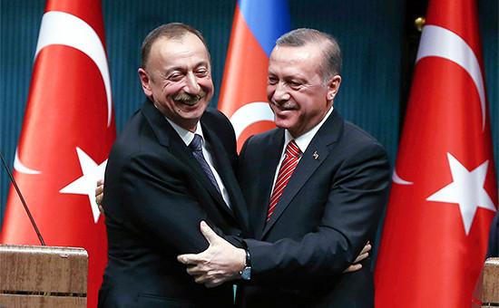 Президент Азербайджана Ильхам Алиев ипрезидент Турции Реджеп Тайип Эрдоган (слева направо)