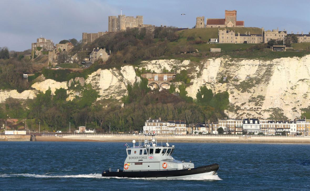 Британское патрульное судно в порту Дувра