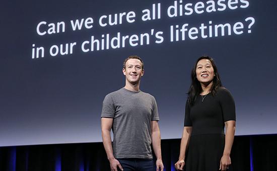 Основатель FacebookМарк Цукерберг и его женаПрисцилла Чан на мероприятии по случаю нового проекта. Сан-Франциско, 20 сентября 2016 года