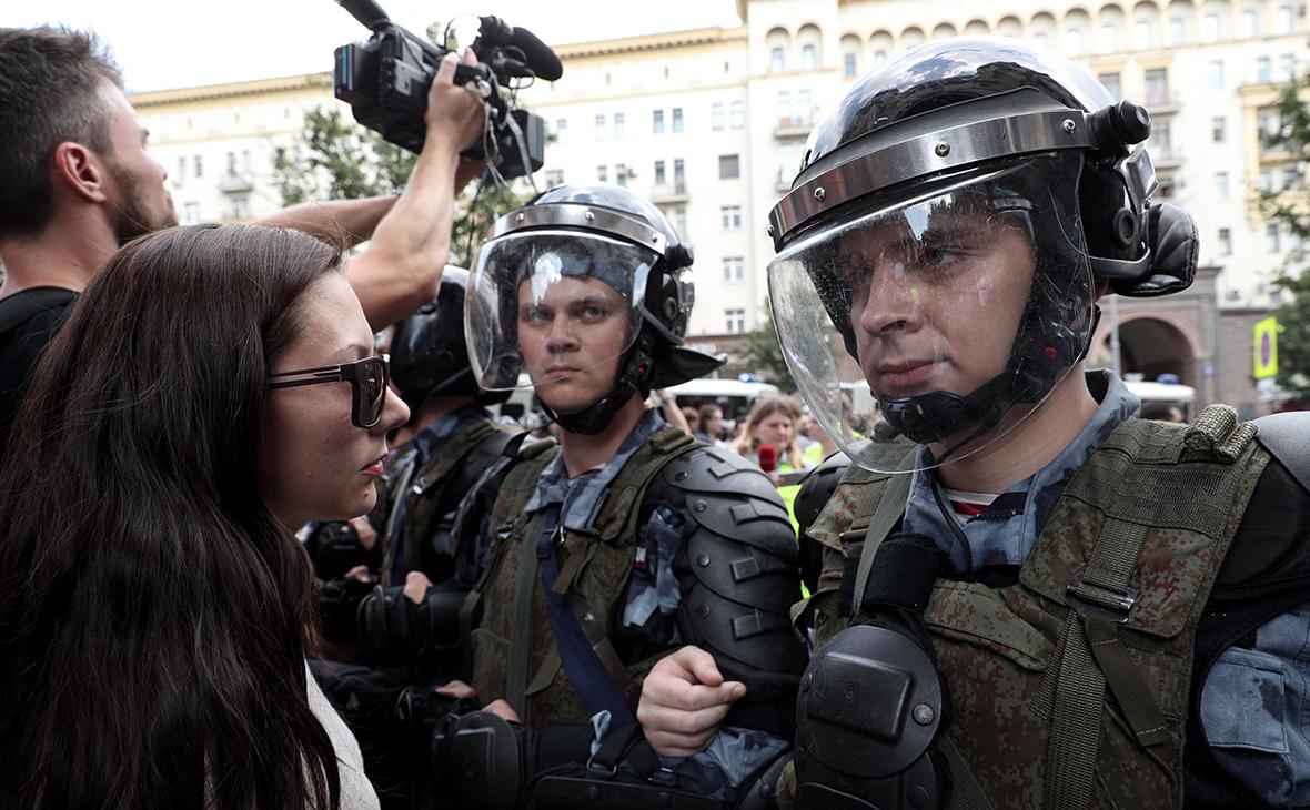 Москва в ответ на критику Таллина о митингах напомнила про неграждан