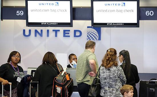 Информационная стойкаавиакомпании United Airlines. Архивное фото
