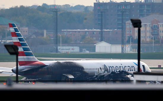 Пассажирский Boeing 767 на взлетно-посадочной полосе аэропорта О`Хара в Чикаго