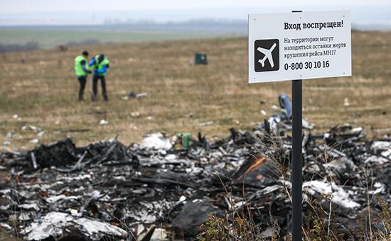Работа экспертов на месте падения малайзийского самолета (рейс MH17) в Донецкой области, ноябрь 2014 г.