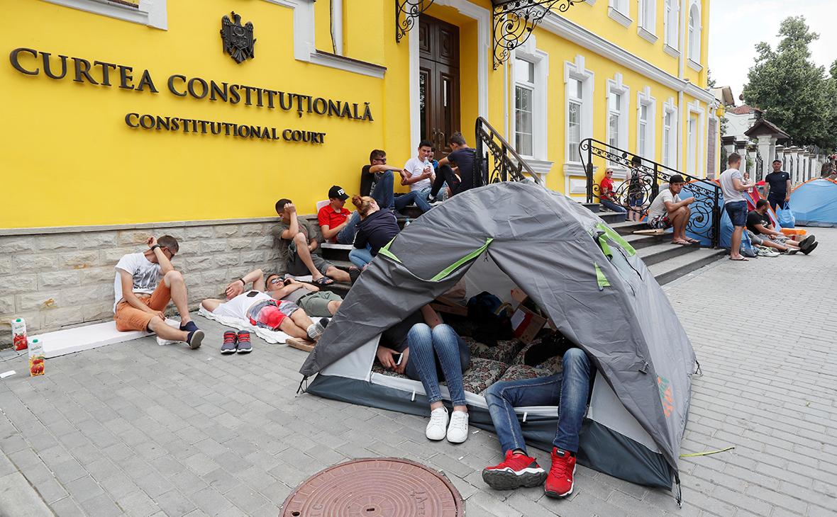 Протесты у здания Конституционного суда Молдавии