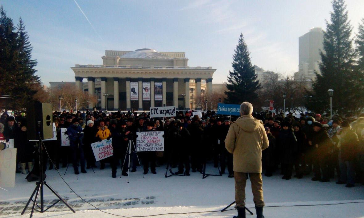 По разным оценкам, на митинг пришло от 500 до 1500 человек