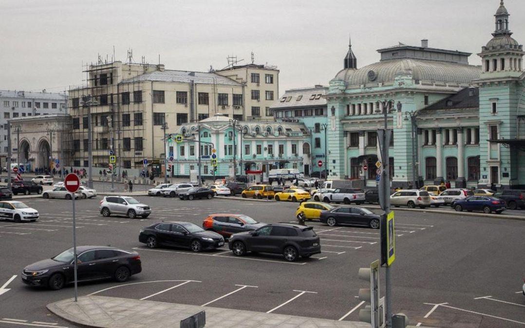 Вид на Белорусский вокзал в 2020 году