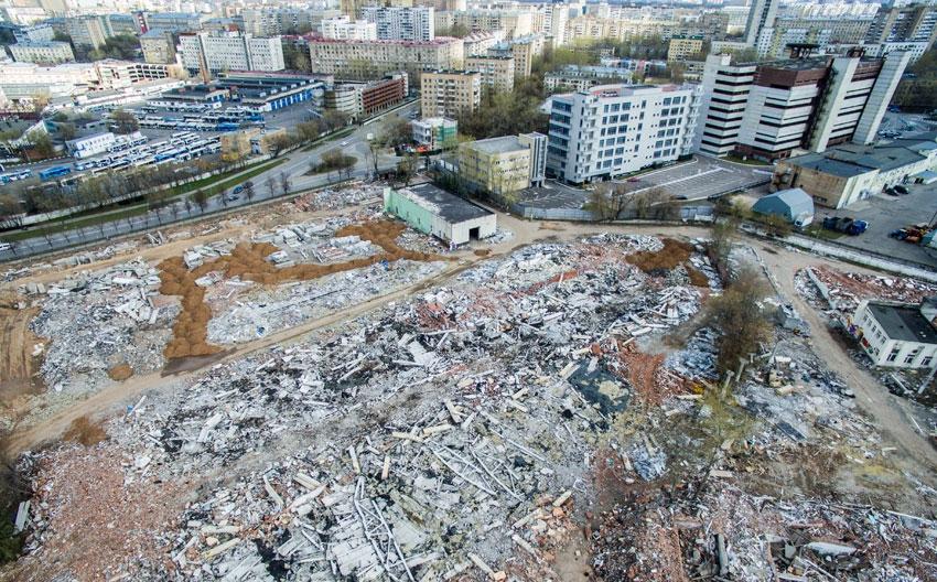Фото:Незавершенное строительство жилых домов компании СУ-155 в Москве  Сергей Бобылев/ТАСС
