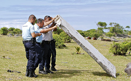 Найденный обломок самолета на острове Реюньон в Индийском океане