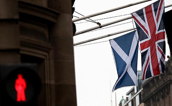 Флаги Шотландии иВеликобритании
