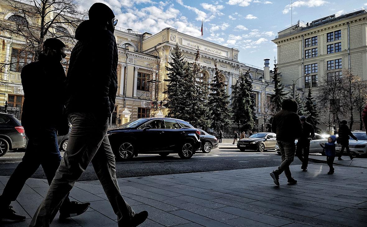 ЦБ предсказал новый максимум долговой нагрузки россиян