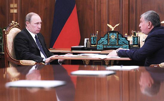 Президент РФ Владимир Путин иглава «Роснефти» Игорь Сечин (слева направо) вовремя встречи вКремле