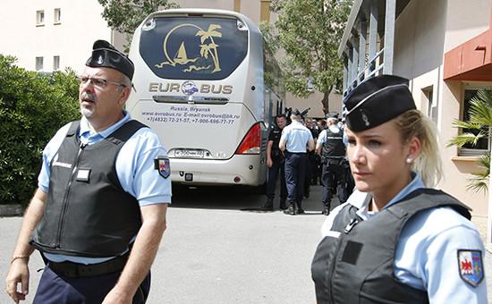 Французская полиция уавтобуса с российскими болельщиками