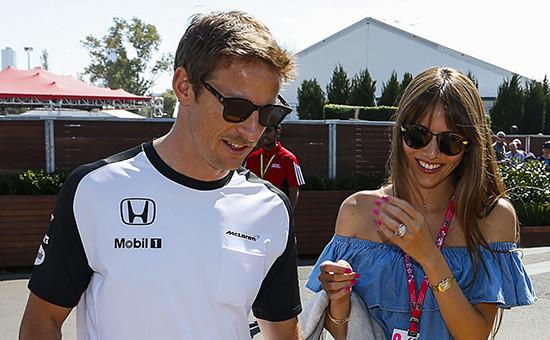 Пилот «Формулы-1» команды McLaren Дженсон Баттон и его супруга Джессика Митибата