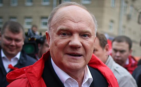 Лидер партии КПРФ Геннадий Зюганов во время первомайской демонстрации