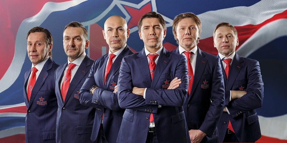 Главный тренер ЦСКА Игорь Никитин (третий справа) и члены его штаба