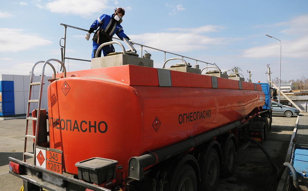 Минск предложил компаниям из России ввозить нефть для своих АЗС в стране