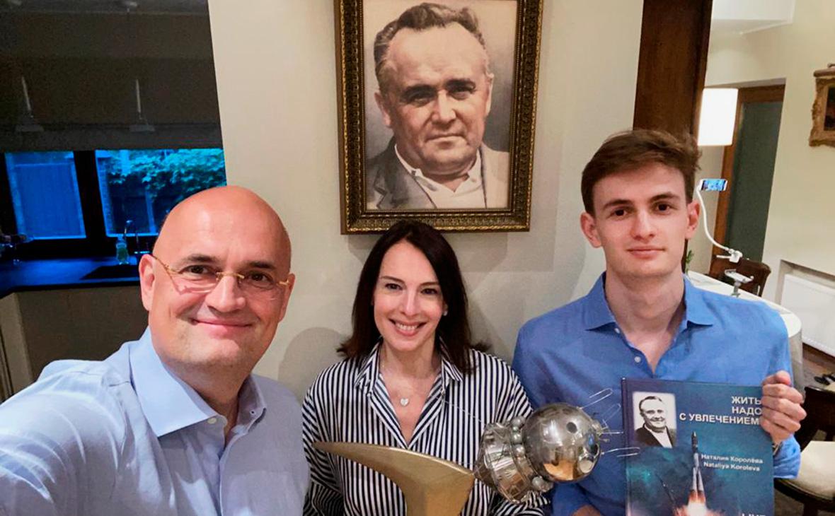 Андрей, Елена и Павел Королёвы во время разговора с Илоном Маском