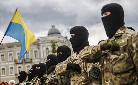 Добровольцы батальона «Азов» принимают присягу в Киеве перед отправкой на Юго-Восток Украины. Архив