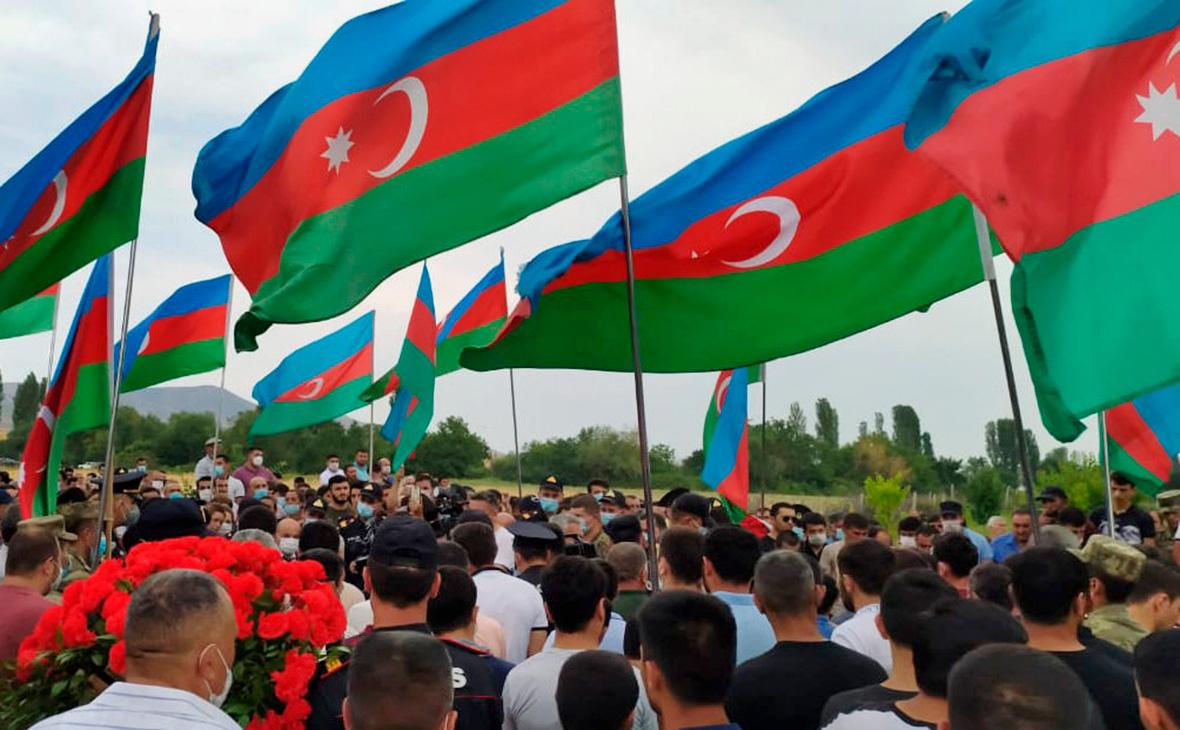Похороны военнослужащих азербайджанской армии, погибших 12 июня в результате событий на азербайджано-армянской границе