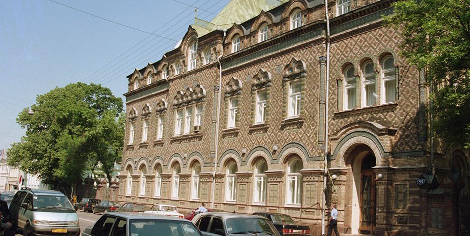 Посольство Бразилии на Большой Никитской улице— памятник архитектуры XIX века, бывший жилой дом А. В. Лопатиной. Фото 1999 года
