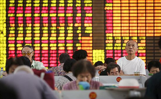 Инвесторы на биржев Шанхае
