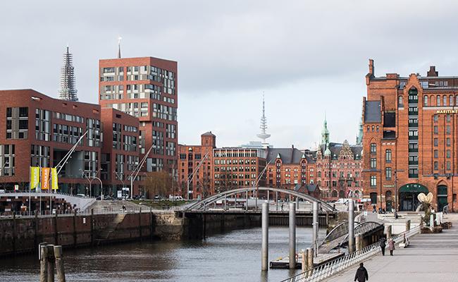Вид на старый промышленный район ХафенСити (Гамбург)